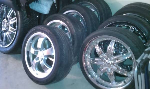 LOT OF TOYOTA CUSTOM WHELLS AND TIRES (san angelo tx )