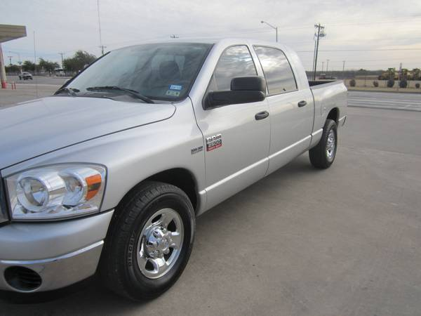 2007 Dodge Mega Cab - Hemi - Like New -   x0024 17500  San Angelo