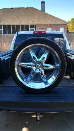 24 inch rims and 2 sets of 20s (San Angelo, Tx)