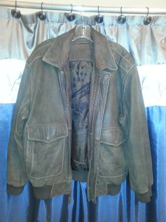 Mens Roundtree  Yorke Leather Jacket (Large) - $75 (San Angelo)