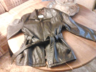 nice new Valerie Stevens size small black leather womans coat - $17 (san angelo)