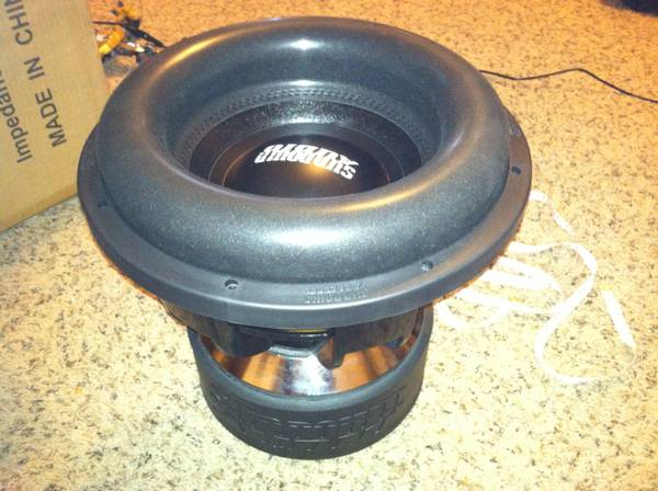 TWO - Sundown Audio Subwoofer Z-12 V.4 D2 - x0024800 (San Angelo)