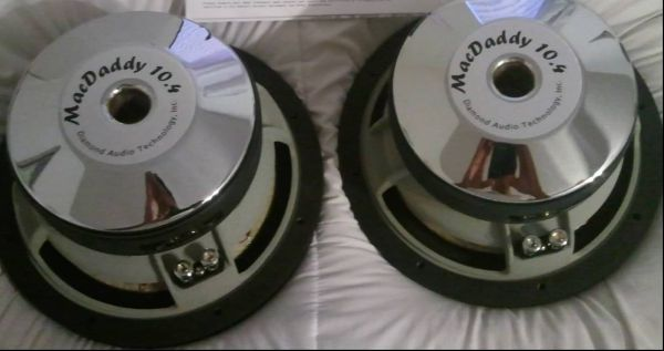 2 10 INCH SUBS IN BOX A 400 WATT AMP $125 OR TRADE 4 PS3 OR XBOX - $125 (SAN ANGELO )