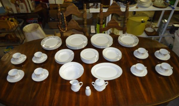 52 Piece Tienshan Classic Gold Fine China Set - $100 (San Angelo)