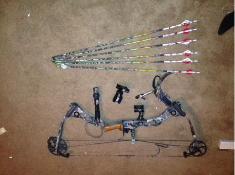 Im lookin for a a pistol to trade for my Mathews switchback bow with accessories (Bronte, Texas)