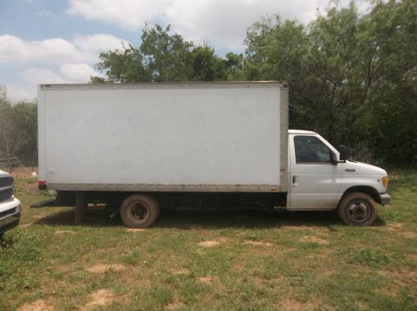 15 Feet Box Truck for Rent $50.00DayFlat Fee (985 s loop 1604 w 78264)