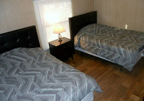 - $600 WHY STAY IN A HOTEL I HAVE ROOMS (PEARSALL )