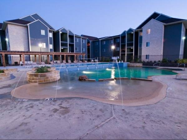 - $500 ROOM AVAILABLE WALKING DISTANCE FROM UTSA (The Reserve )