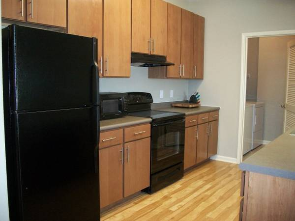 - $510 1536ftsup2 - Looking for GIRL roommate for the summer (Madera Apt. near UTSA)