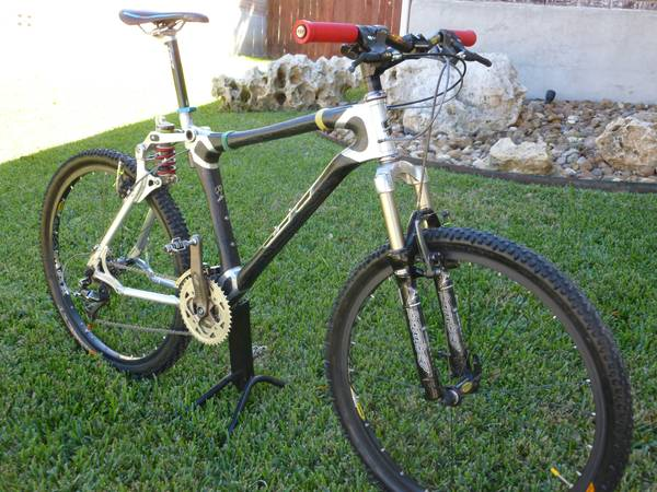 RARE GT STS 1000 FULL SUSPENSION CARBON FIBER MOUNTAIN BIKE XTR - $850 (stone oak)