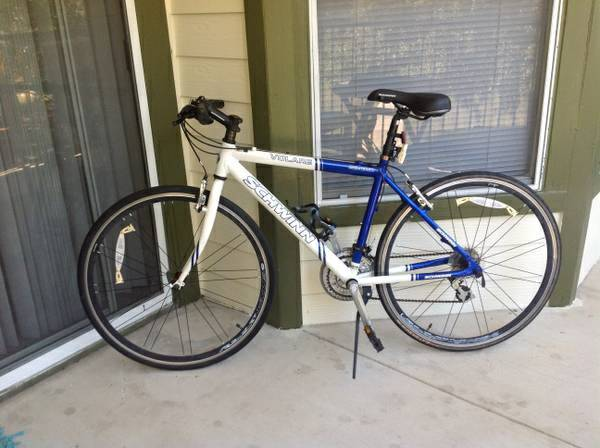 Schwinn Volare Hybrid Bike (700C Wheels) - $130 (Medical drive)