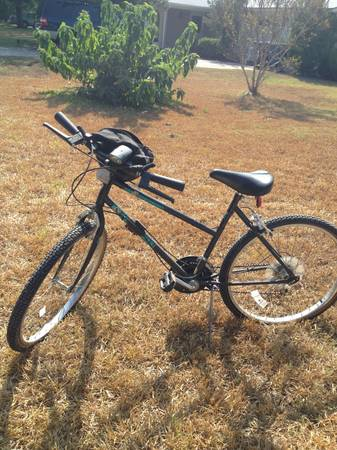 Ladies Huffy 18 speed Mountain Bike - $50 (San Antonio )