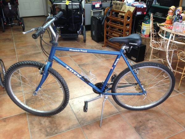 MENS TREK 820 MOUNTAIN TRACK 21 SPEED BIKE - $85 (BLANCO FRESNO)