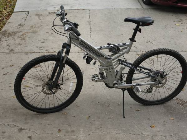Mongoose Blackcomb Mountain Bike - $175 (NE SA)