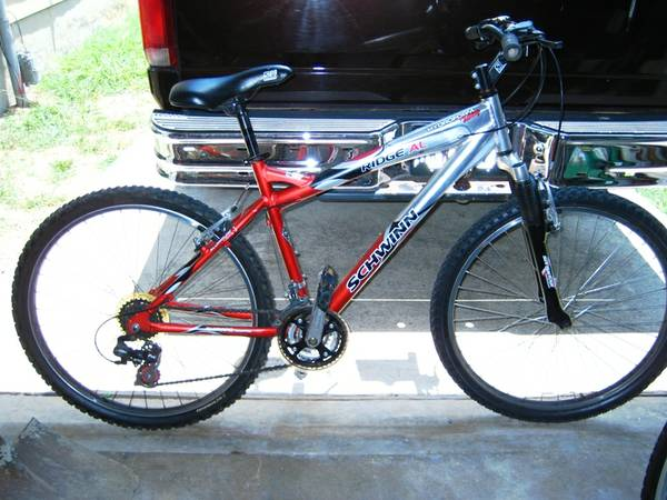 Schwinn Ridge AL Mens Mountain Bike 26-Inch Wheels, Matte SilverRed - $110 (Alamodome)