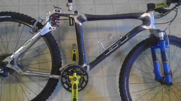 GT LST CARBON MOUNTAIN bike - $250 (northcentral)