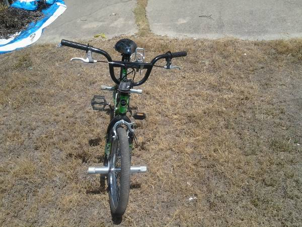 20 inch huffy boys bike like new - $50 (southeast location)