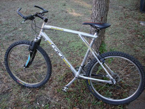 GT Avalanche Competition Series Mountain Bike 21.5 Frame - $250 (Castle Hills)