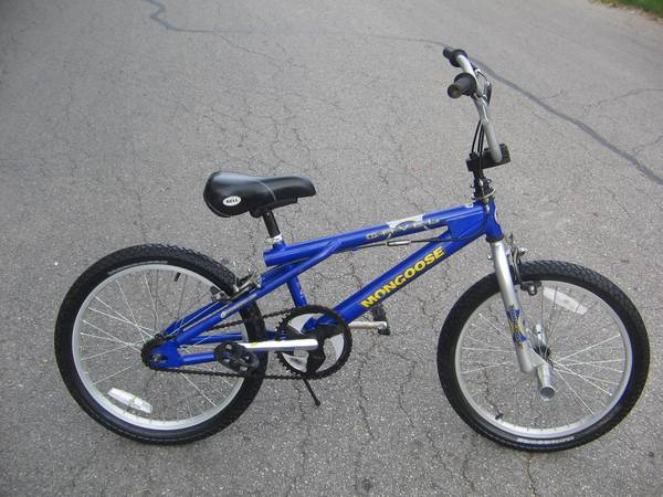 BOYS MONGOOSE 20 FREESTYLE BMX - $30 (San Antonio)