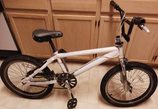 Mongoose freestyle bmx bike with Gyro and 20 inch wheels - $39 (Nacogdoches Higgins Stahl Rd)