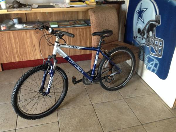Trek mountain bike 3700 (21-speed) - $140 (2401 w commerce)