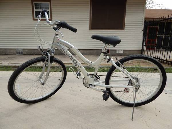 Ladies Motiv-LIKE NEW-17 14 Speed Bicycle-$100.00 - $100 (san antonio)