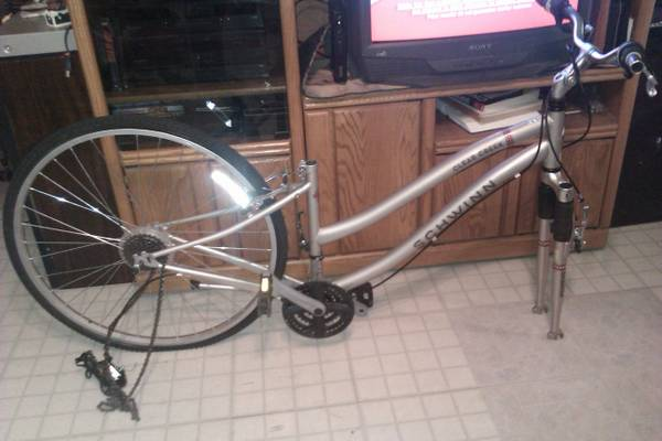 SCHWINN 21-SPEED HYBRID BIKE FOR PARTS OR FIXER UPPER - $65 (NW SA)