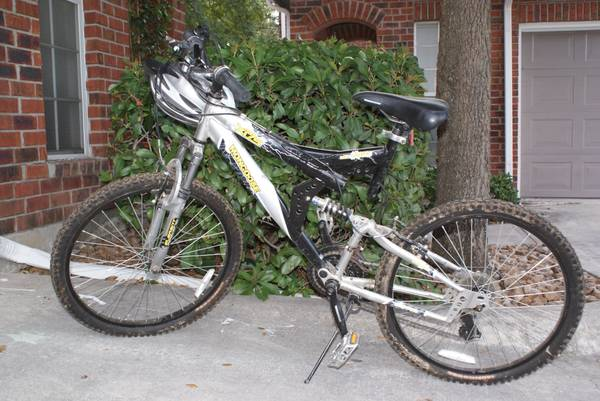 Boys Mongoose XR-75 24 Wheels Mountain Bike - $40 (Alamo Heights)