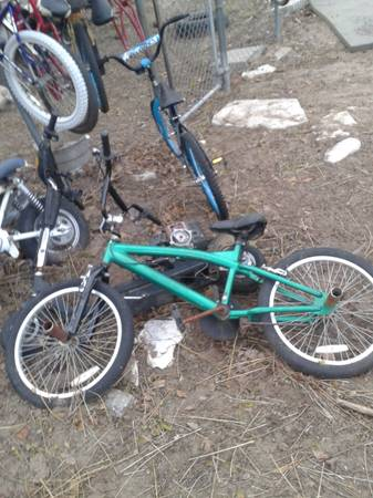 GREEN MONGOOSE BMX BIKE WITH FRONT BACK PEGS - $50 (southside)