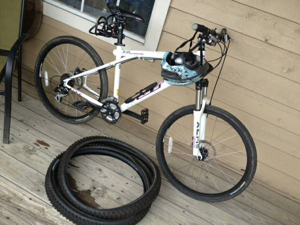GT Avalanche 3.0 Mountain Bike - 2009 - $299 (Jones Maltsberger and Starcrest San Ant)