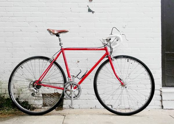 Vintage 1986 21in53.5cm Schwinn World Sport steel frame road bike - $350 (Southtown)