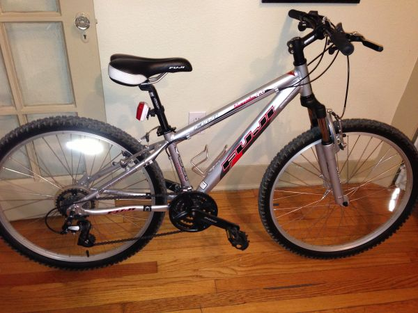 Fuji nevada 4.0 mountain bike (san antonio)