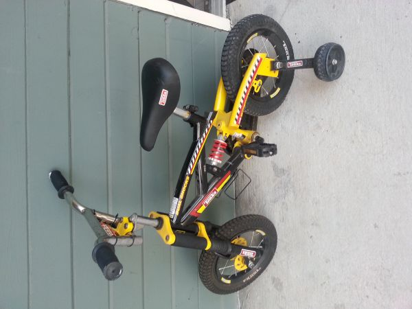 .... kids tonka bike .... - $25