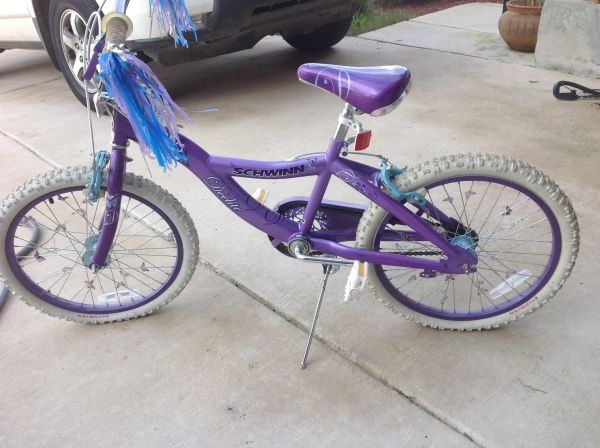 Schwinn 20 inch girls bike and helmet - $50 (New Braunfels)