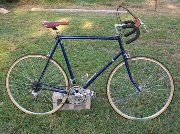 TALL VINTAGE TREK ROADBIKE - $175 (SE SAN ANTONIO BROOKS)