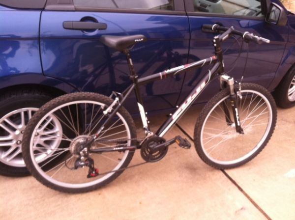 2010 Fuji Odessa 1.0 Mountain Bike(OBO) - $200 (1604 and Braun)