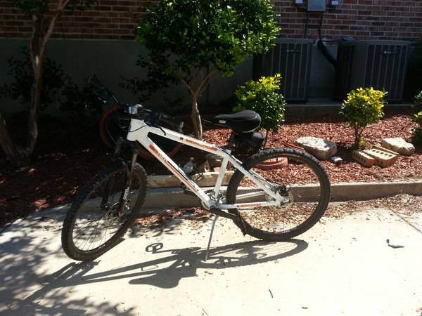 Mongoose 24 speed aluminum mountain bike disc brakes - $275 (Helotes)