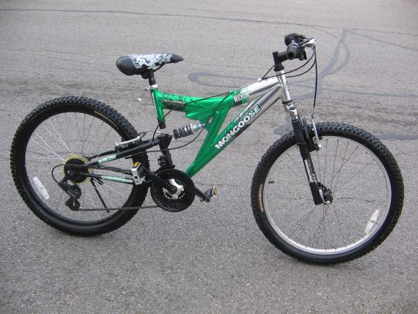 MENS 24 MONGOOSE ALUMINUM FULL SUSPENSION MOUNTAIN BIKE - $45 (San Antonio)