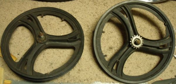 bike rim wheel set Tony Hawk BMX Wavy Mag Wheels complete w freewheel - $39 (Schertz 3009)