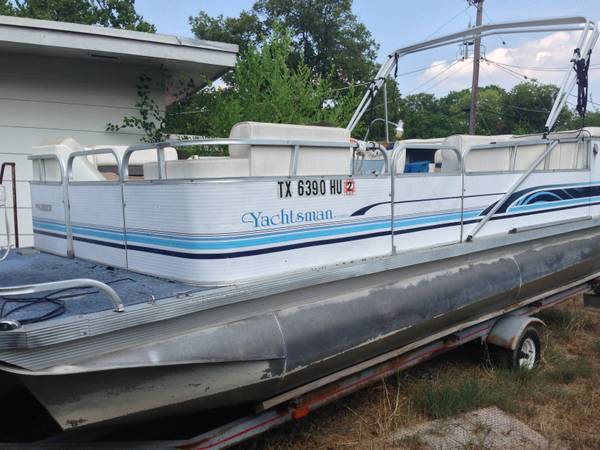 20 Pontoon Playbouy Yachtsman (Northwest San Antonio)