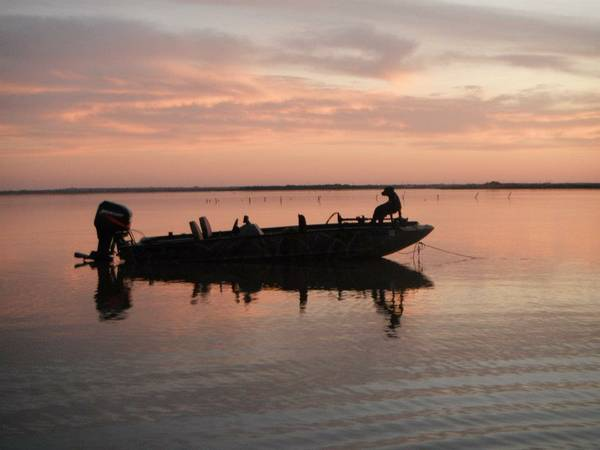 1860 Tracker Grizzly Aluminum duckfish boat - $11500 (west fort worth)