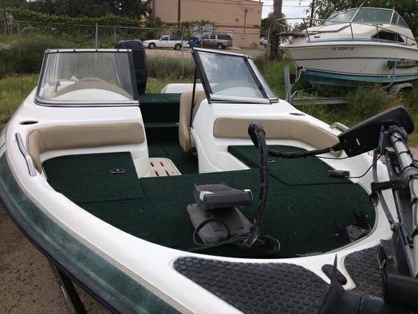 1999 SPRINT FISH AND SKI, BASS BOAT, NEW SEATS and CARPET - $3700 (Alamo)