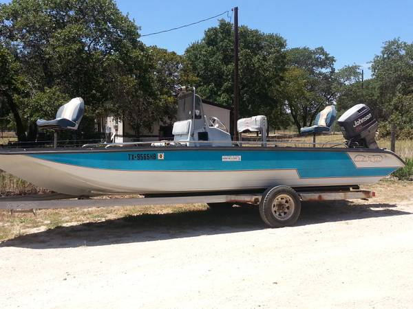 93 Red Fin Boat - $3500 (Floresville, Tx)
