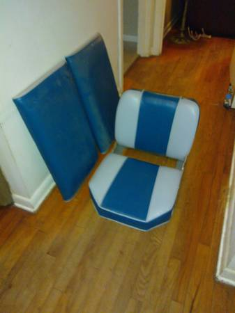 Bass Tracker Boat Seat Blue and White - $40 (New Braunfels)