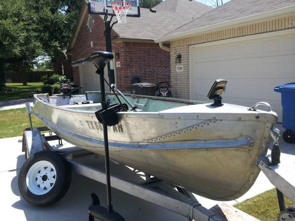 14 Ft Lonestar Boat wOutboard - $1500 (Helotes, TX)