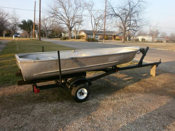 10 FT. ALUMINUM V HULL BOAT WITH TRAILER - x0024800 (South Taylor)