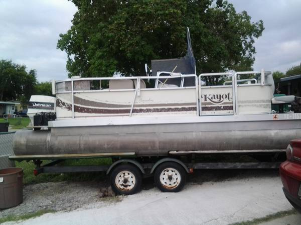 1986 PONTOON BOAT - $1500 (south san antonio)