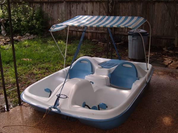 Paddle Boat-Pelican Monaco - $275 (North Central)
