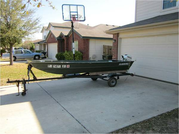 14 foot Jon boat with 2004 8hp Johnson 2 stroke and trailer - $1500 (Selma, Texas)