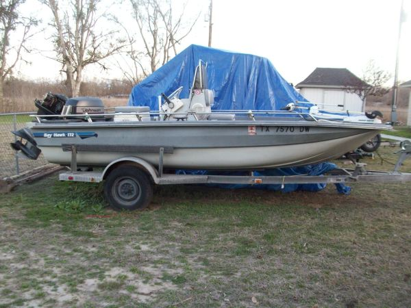 Bayhawk 172 17 Center Console Fishing Boat wJohnson motor - $2000 (McQueeney)